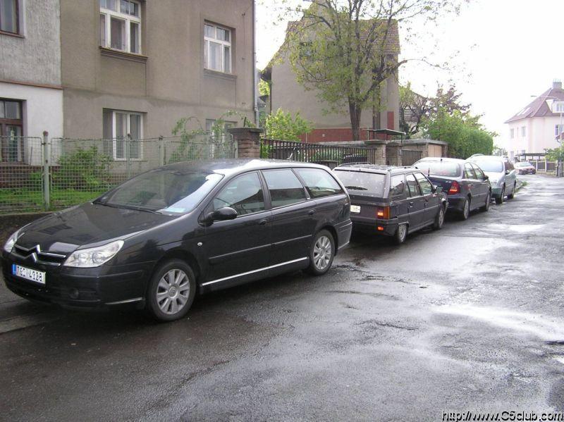 Příprava na odjezd směr Srby. Zatím máme prázdné kufry :-)