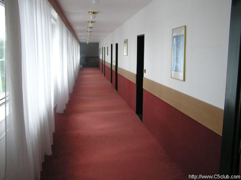 Hotel Astra: Prapodivně kaskádová chodba na hotelu.